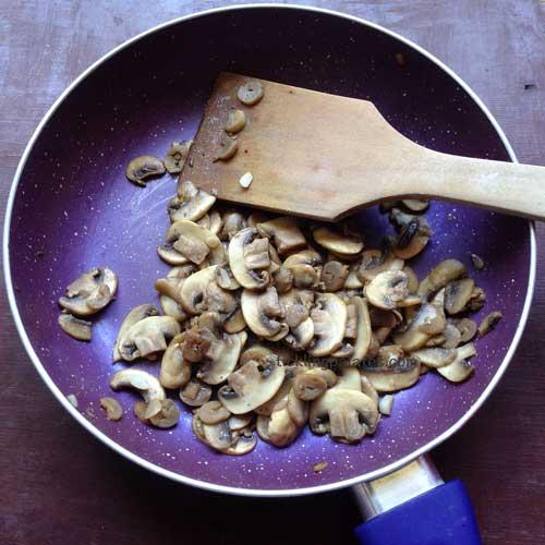 creamy mushroom pasta recipe step2